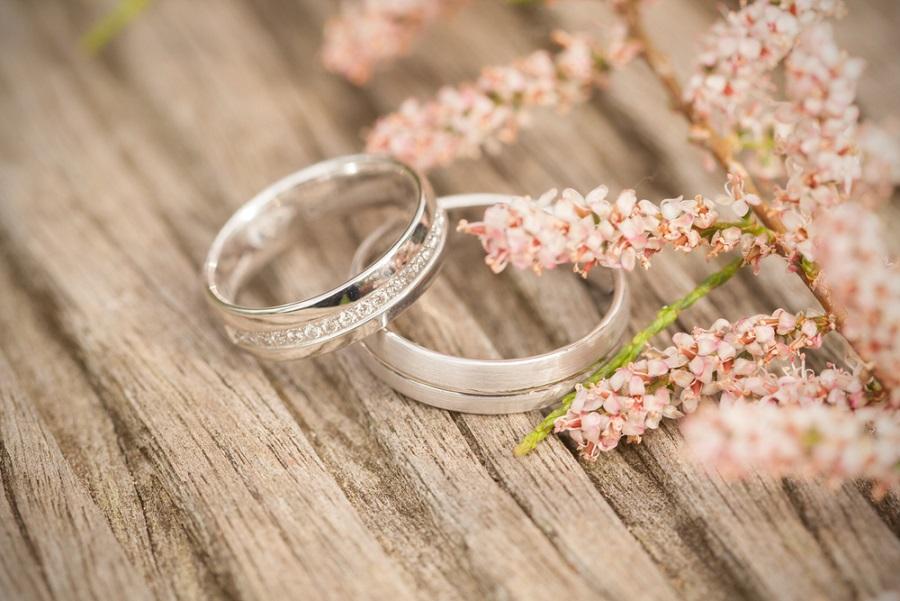 egyedi karikagyűrűk és kísérőgyűrűk készítése